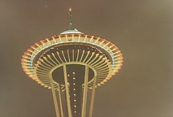 Space needle di sera
